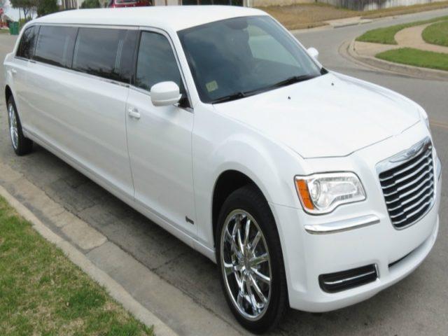 10-Passenger-Chrysler-300-Limo_WHTA