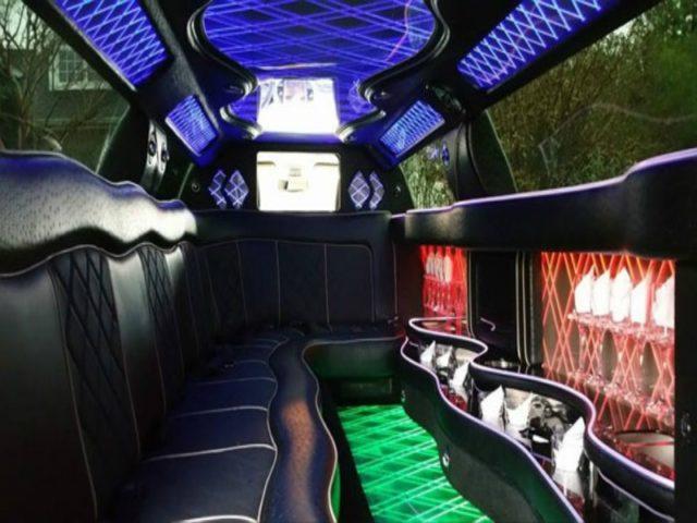 10-Passenger-Chrysler-300-Limo_WHT_IntA