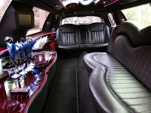 10 Passenger Stretch Limo Lincoln BLACK
