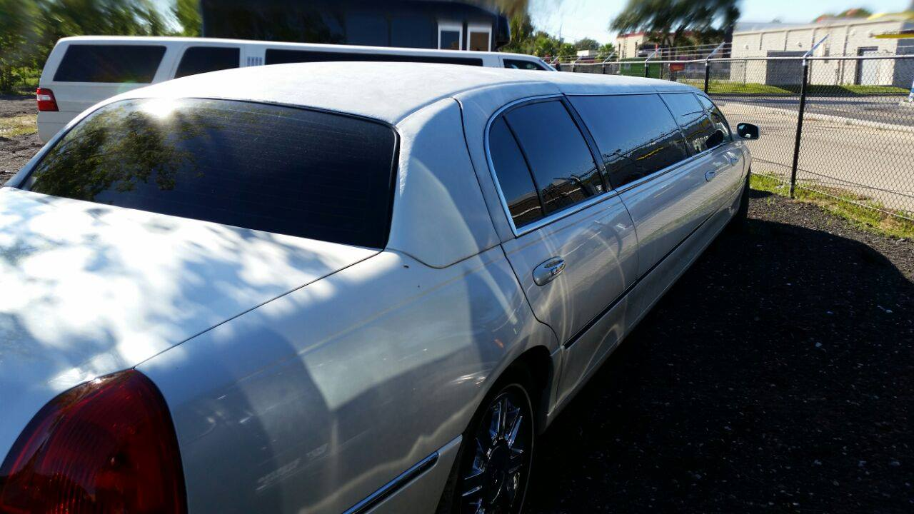 10 Passenger Stretch Limo Lincoln WHITE