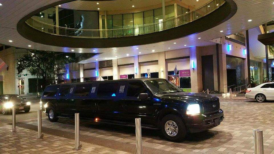 15 Passenger SUV Stretch Limo Excursion BLACK